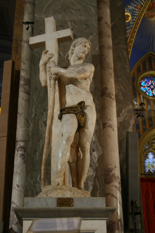 A statue I forgot to write the information about.  Michaelangelo could be the sculpturer of this fine piece of work.