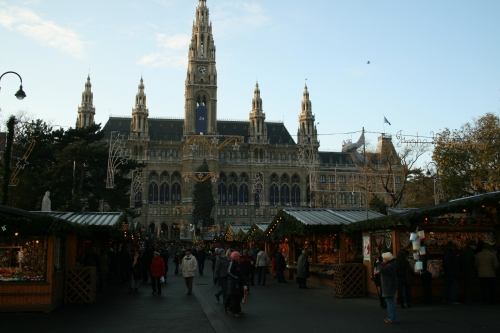 Christmas market with the Rathaus (city hall) in the background.